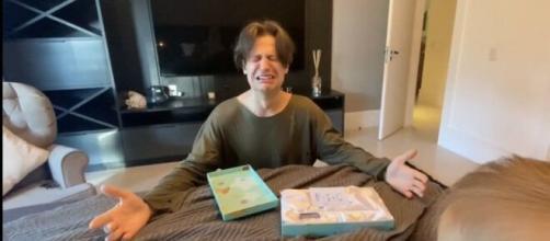 Gabi Brandt mostra reação de Saulo Poncio ao saber de sua segunda gravidez. (Reprodução/Youtube)