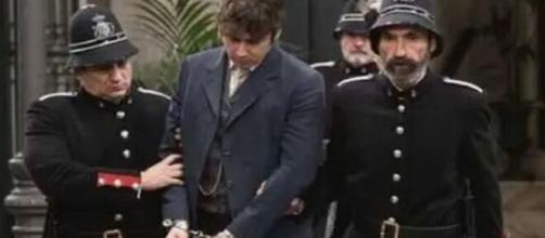 Una Vita, trame Spagna: Liberto arrestato con l'accusa di aver abusato di Genoveva.