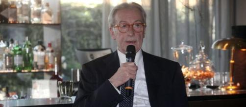 Il direttore di Libero Vittorio Feltri attacca Bersani.