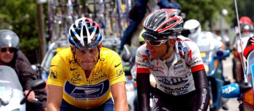 Lance Armstrong e Filippo Simeoni al Tour de France 2004.