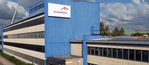 Taranto, in attesa del piano industriale Arcelor Mittal ricorre alla cassa integrazione per quasi tutto l'organico.