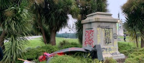 Derriban la estatua en San Francisco del misionero español Fray Junípero Serra