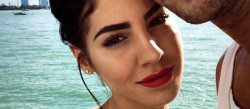 Giulia De Lellis e Damante assediati dai paparazzi, lei sul web: 'Ansia perenne in casa mia'.