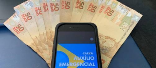 Oposição quer estender duração de auxílio de R$ 600; governo está resistente. (Arquivo Blasting News)