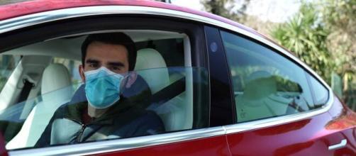 El Gobierno multará a los automovilistas que no lleven mascarillas puesta.