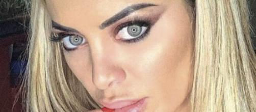 Elena Morali ha pubblicato, sul suo profilo Instagram, l'esito dei test sul capello per verificare se si drogasse: è negativa agli stupefacenti.