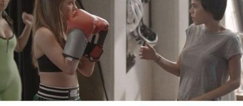 Enciumada, Eliza ficará indignada com Leila e Jonatas, em 'Totalmente Demais'. (Reprodução/TV Globo)