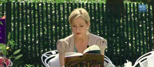 La escritora JK Rowling en la lectura de una de sus obras