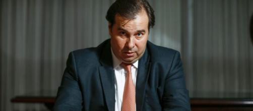Rodrigo Maia critica Ministério da Saúde após divulgação de dados conflitantes. (Arquivo Blasting News)