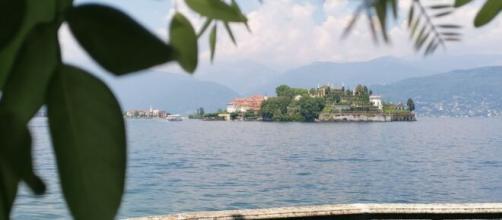 La vista di una delle isole da Stresa.
