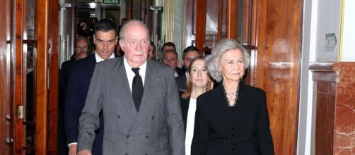El rey Juan Carlos acompañado por la reina Sofía