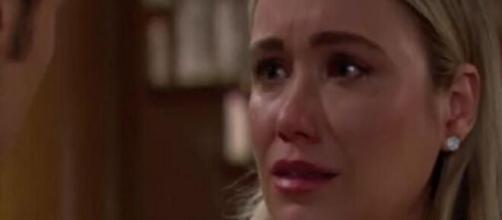 Beautiful, trame puntate dal 6 al 10 luglio su Canale 5: Flo rivede Phoebe in spiaggia.
