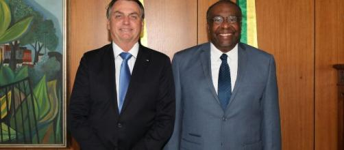 Bolsonaro e Decotelli, permanência do economista no MEC ficou inviável. (Arquivo Blasting News)