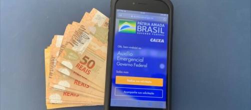 Bolsonaro confirma possibilidade de 4ª e 5ª parcela do Auxílio Emergencial. (Arquivo Blasting News)