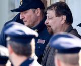 Cesare Battisti, l'ex terrorista rosso detenuto nel carcere di massima sicurezza di Oristano, ha protesta per il vitto carcerario.