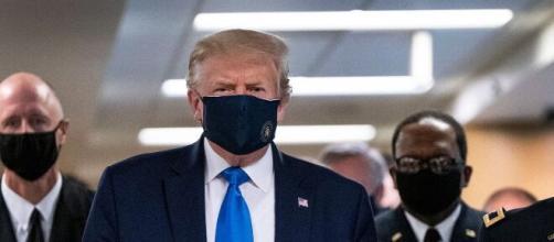 El presidente estadounidense, Donald Trump, se muestra, por primera vez, con mascarilla.