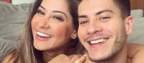 Mayra Cardi chama Arthur Aguiar de gigolô depois de descobrir que ele vai entrar na Justiça contra ela. (Reprodução/Instagram)