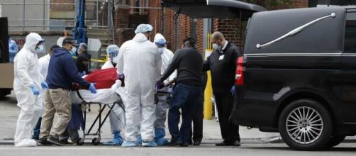 O número total de infectados pela Covid-19 nos EUA chegou a quase 3,3 milhões nesta segunda-feira, 13. (Arquivo Blasting News)