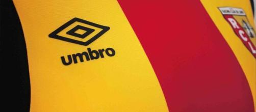 Umbro présente le nouveau maillot RC Lens Home 2016/2017 - jeunesfooteux.com