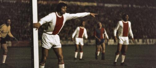Wim Suurbier con la maglia dell'Ajax negli anni '70.