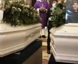 Terni, i funerali di Flavio e Gianluca, i due adolescenti deceduti nel sonno per aver assunto degli stupefacenti.