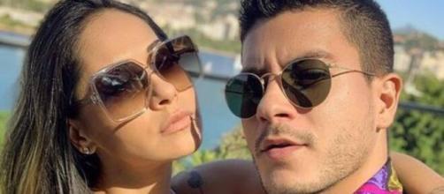 Mayra Cardi chama ex-marido Arthur Aguiar garante: 'levei golpe da barriga'. (Arquivo Blasting News)