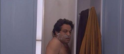 Renato Pozzetto nella scena di un film.