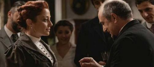 Una vita, spoiler Spagna: Ramon fa una proposta di matrimonio a Carmen.