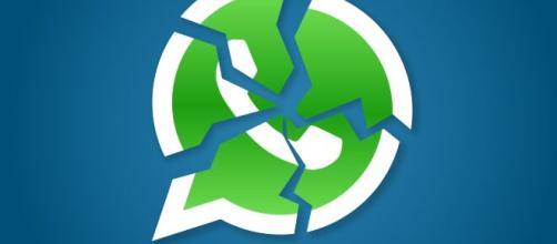 WhatsApp down per un'ora, la chat in tilt martedì sera: impossibile inviare messaggi.