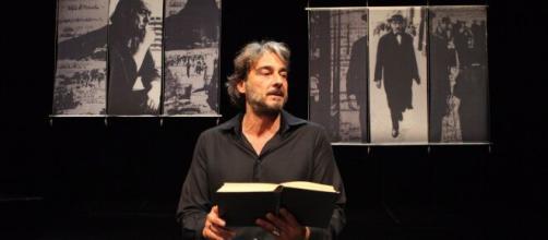 Alexandre Borges recita poemas de Fernando Pessoa. (Arquivo Blasting News)