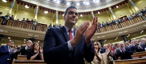El líder del PSOE se muestra en contra de que Juan Carlos siga viviendo en Zarzuela