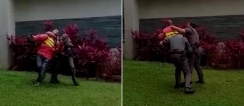 Entregador tentava se desvencilhar dos PMs a todo momento. (Reprodução/TV Globo)