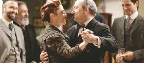 Una vita, anticipazioni spagnole: Ramon chiede a Carmen di sposarlo.