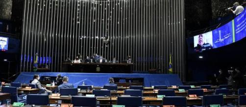 Deputados e Senadores receberam metade da gratificação de natal e enquanto isso brasileiros perde trabalho por conta da pandemia (Blasting News)