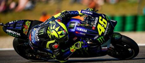 MotoGP, Valentino Rossi: 'Sarò in pista anche l'anno prossimo, voglio provarci ancora'.
