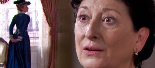 Una vita, trame Spagna: Ursula sarà tormentata dall'allucinazione sulla defunta Cayetana.