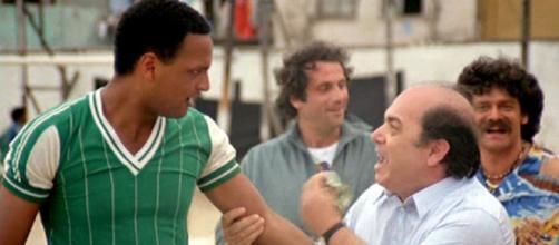 Urs Althaus e Lino Banfi in una celebre sequenza de 'L'allenatore nel pallone'.