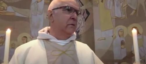 Igreja é assaltada durante missa ao vivo em São Leopoldo. (Reprodução/Redes Sociais)