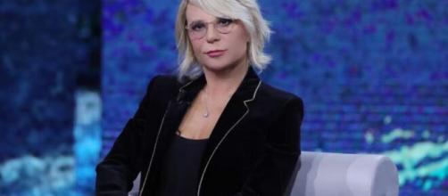 Maria De Filippi su Rai 1 per la conduzione di uno speciale sulla violenza di genere.