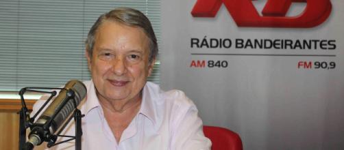 """Radialista e jornalista José Paulo de Andrade: marca registrada na voz e em """"O Pulo do Gato"""" (Arquivo Blasting News)"""