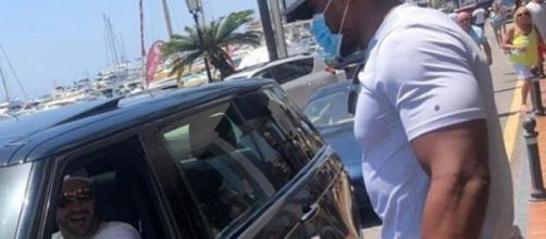 Tyson Fury e Anthony Joshua: il primo face-off è in vacanza a Marbella.