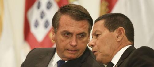 Bolsonaro quer barrar investigações envolvendo fake news. (Arquivo Blasting News)