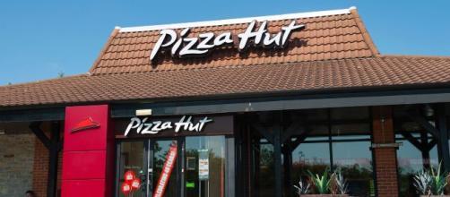 Il più grande gestore dei franchising Pizza Hut ha dichiarato fallimento.