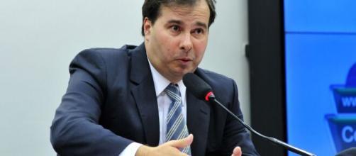 Presidente da câmara Rodrigo Maia faz duras críticas ao Governo. (Arquivo Blasting News)