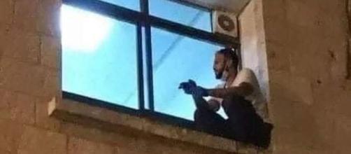 O jovem escalou a parede até janela onde mãe estava. (Arquivo Blasting News)