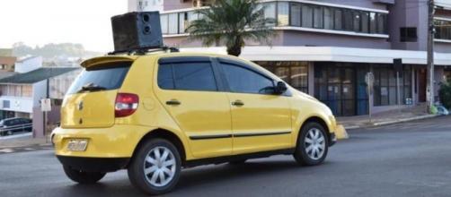 Prefetura usa carro de som para alertar haitianos. (Divulgação/Secretaria de Saúde de Xaxim)
