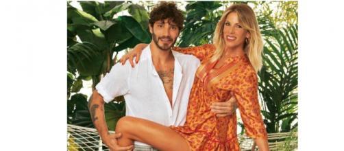 Stefano De Martino e Alessia Marcuzzi, Chi: 'Complicità e sguardi già allo shooting per l'Isola'.