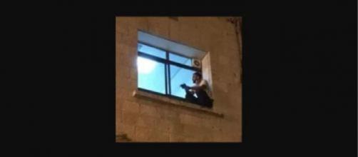 Jihad s'est assis devant la fenêtre de la chambre d'hôpital de sa mère tous les jours avant sa mort en raison du Covid-19, Capture/Facebook