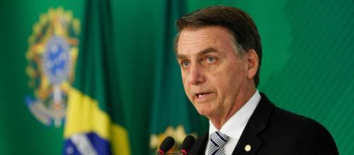 Bolsonaro mostra caixa de cloroquina a emas no Palácio da Alvorada. (Arquivo Blasting News)