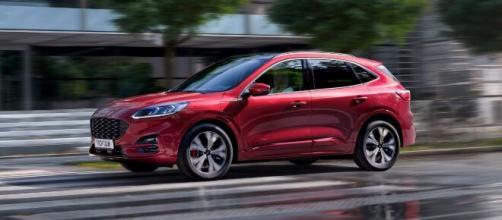Kuga Plug-In Hybrid, caratteristiche, allestimenti e prezzi del nuovo SUV ibrido di Ford